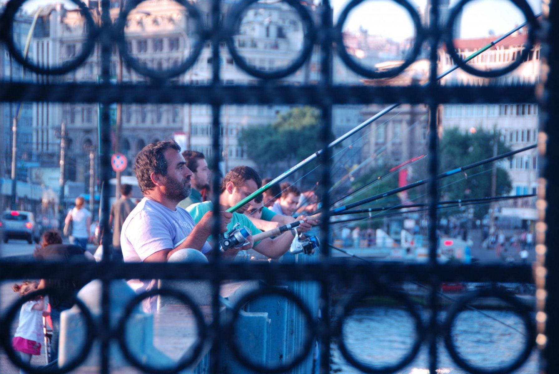 galata-bridge-fishermen-3
